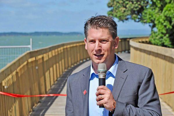 Michael Wood MP addresses Yom Hashoah event